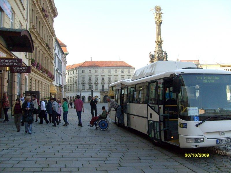 Ládík vyjíždí z autobusu