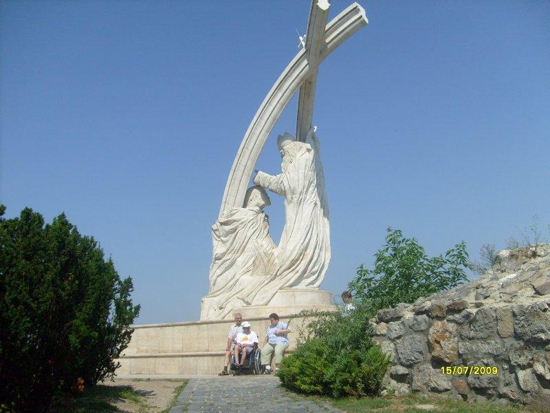 Monument u ostřihomské katedrály